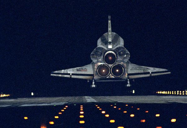 STS-72 Landing. The Space Shuttle orbiter Endeavour